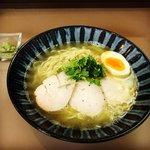 【京都ラーメン】丹念な地鶏スープの塩ラーメン☆味変材でイタリアン「鶏そば223」