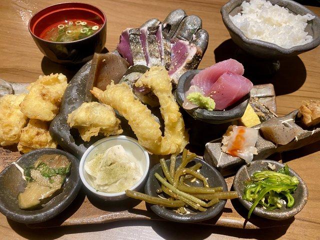 【京都ランチ】藁焼きカツオ塩タタキとミニ皿鉢懐石ランチ『炉端焼 高知』