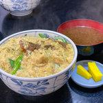 【京都ランチ】一度食べたらやみつき!卵に包まれたふわとろからあげ丼『とり安』