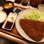 【京都とんかつ】究極の柔らかさ!アットホームな地元の人気店「手のべとんかつ三平」