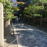 北白川 紅葉間近、大人の渋さ漂う「銀閣寺」【観光】