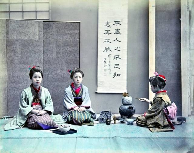 二代目鈴木真一「茶道」1880年代、鶏卵紙、手彩色 © MNAA-Guimet, Paris. (30395)