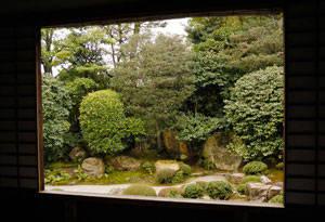 方丈の枯山水庭園「元信の庭」