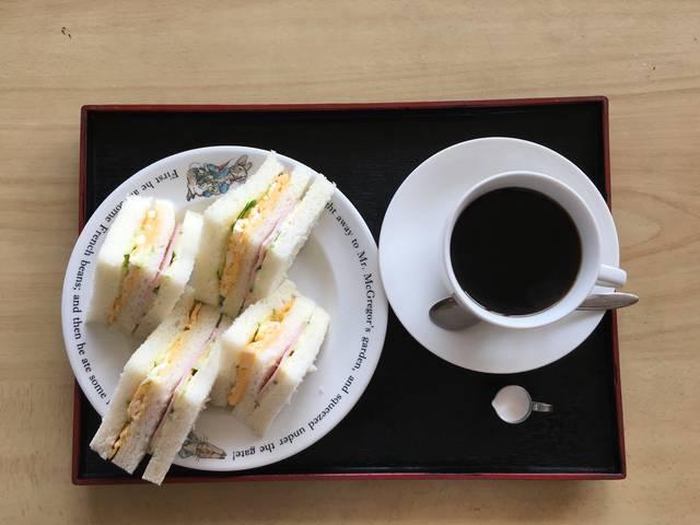 ミックスサンドウィッチとコーヒー(¥950)