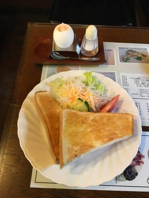 モーニング(トースト、サラダ、半熟玉子)