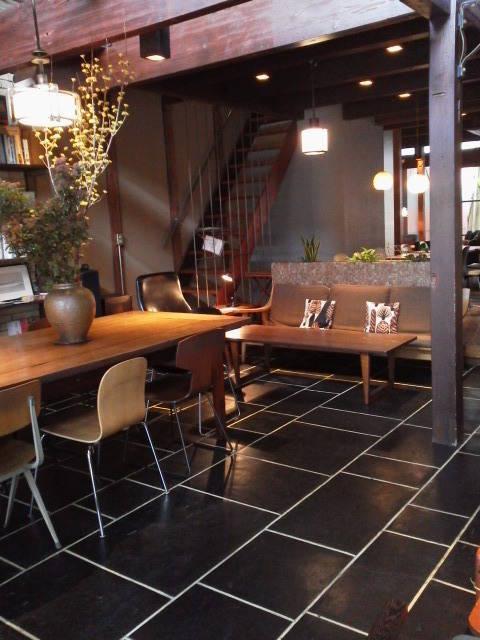 一階のカフェスペース