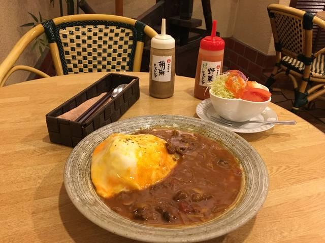赤味噌ハヤシライス ¥880 サラダ ¥150