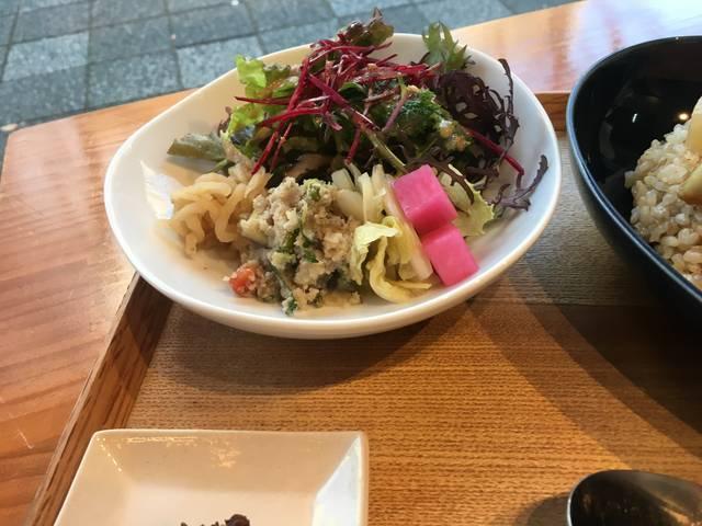 バラエティー豊かなサラダ