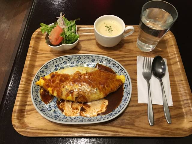 オムライス デミグラスソース¥800 コーンスープ ¥200