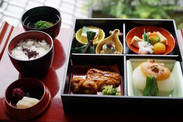 昼食:松花堂弁当