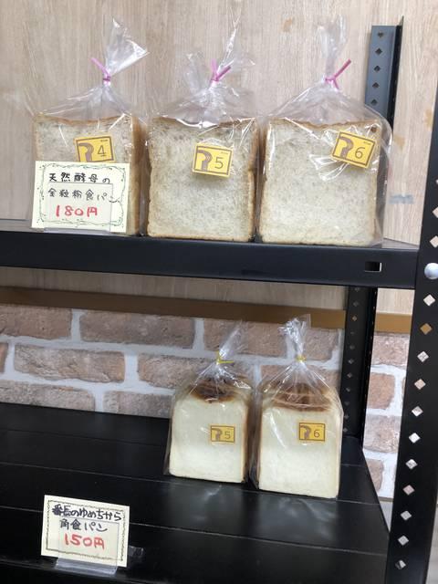 食パンも一斤150円、180円という安さ