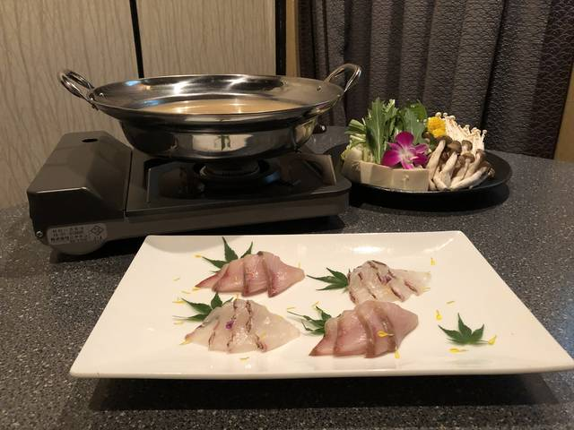 雲丹出汁のブリと鯛のしゃぶしゃぶ鍋