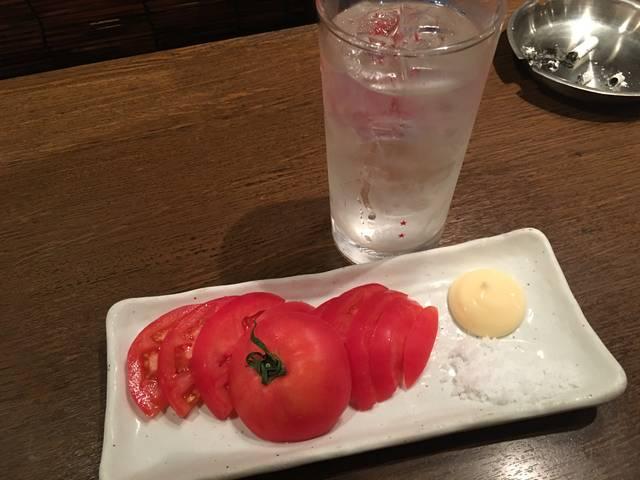 トマトスライスと黒霧水割り