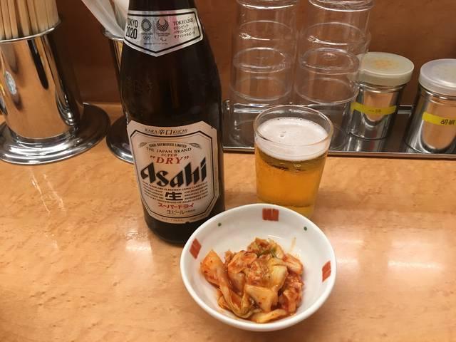 まずはビールとキムチ