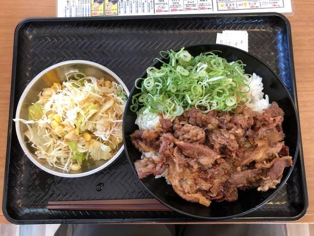 カルビ丼とサラダ