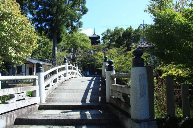極楽橋と文殊塔