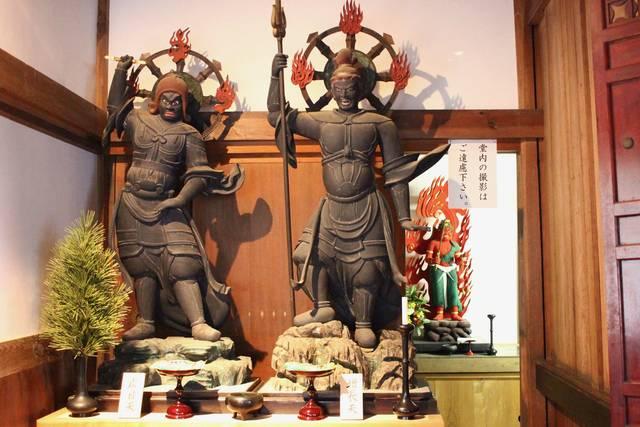 四天王立像(左・広目天、右・増長天)