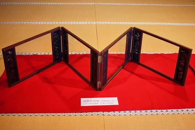 四枚折屏風(唐桑縁硝子張)
