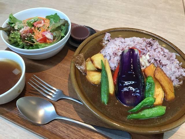 野菜カレー1,200円(税別)