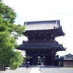 『源氏物語』の主人公 光源氏のモデル・源融の山荘跡『清凉寺』へ