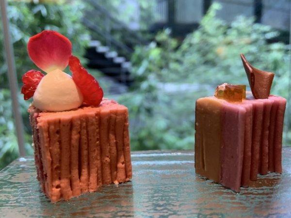 「紫芋モンブラン」(右)と「仏栗モンブラン」(左)