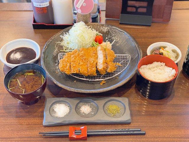 上ロースとんかつ定食(中)1,650円