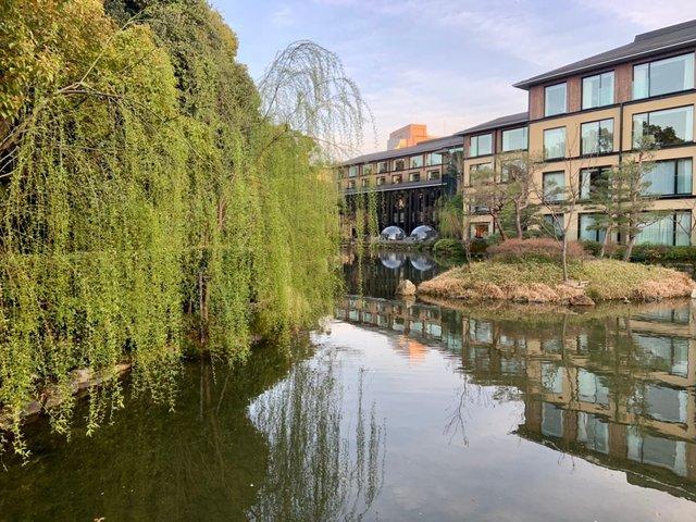 池庭「積翠園」を散策