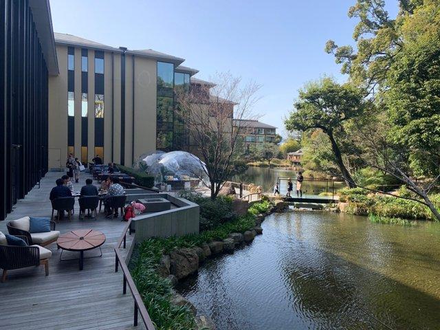 池庭「積翠園」日中の風景