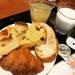【京都モーニングめぐり】神戸生まれの老舗ベーカリー!パン・ドリンクがビュッフェスタイルで人気☆「ドンク」【北白川】